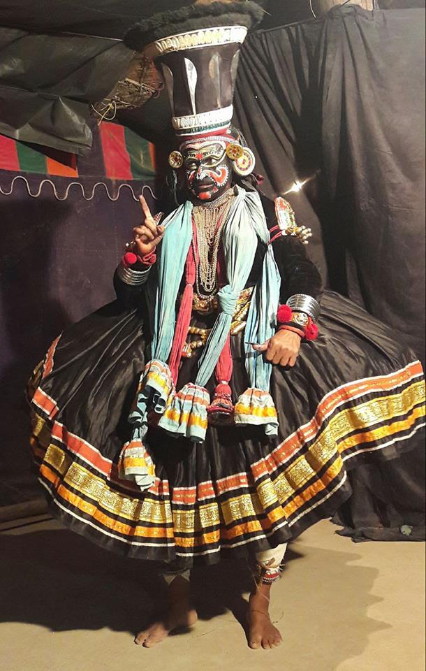 Явление Накратхунди в истинном обличие. У демонических персонажей чёрные лица