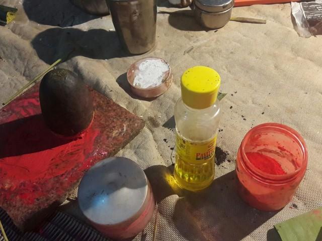 Порошок и кунжутное масло