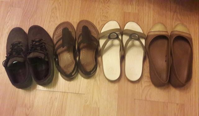 Слева кроссовки Decathlon, остальное Crocs