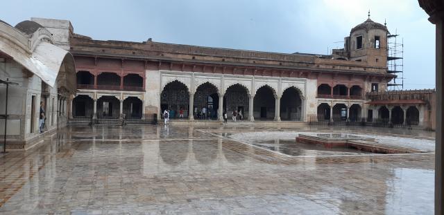 Шиш-махал после дождя