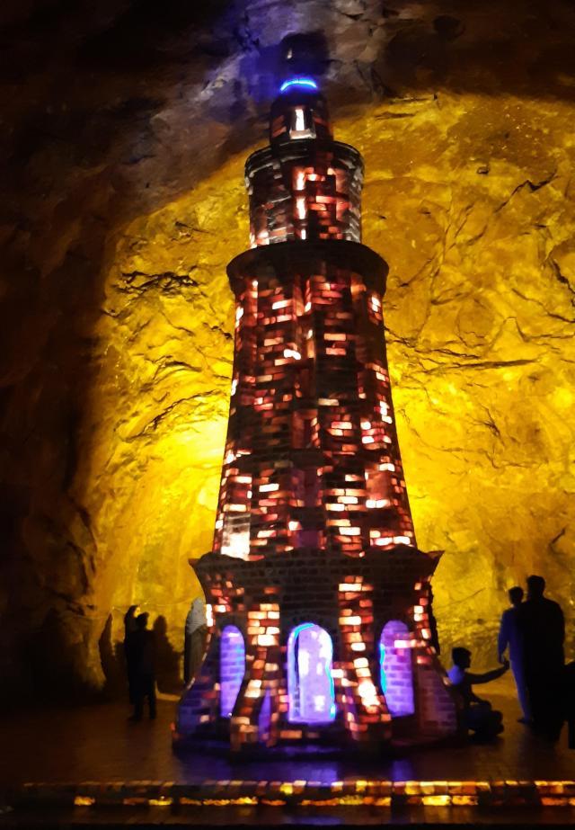 Монумент Пакистана из соляных кирпичей