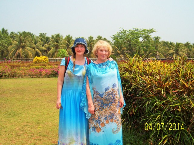 Это мы с мамой осматриваем достопримечательности