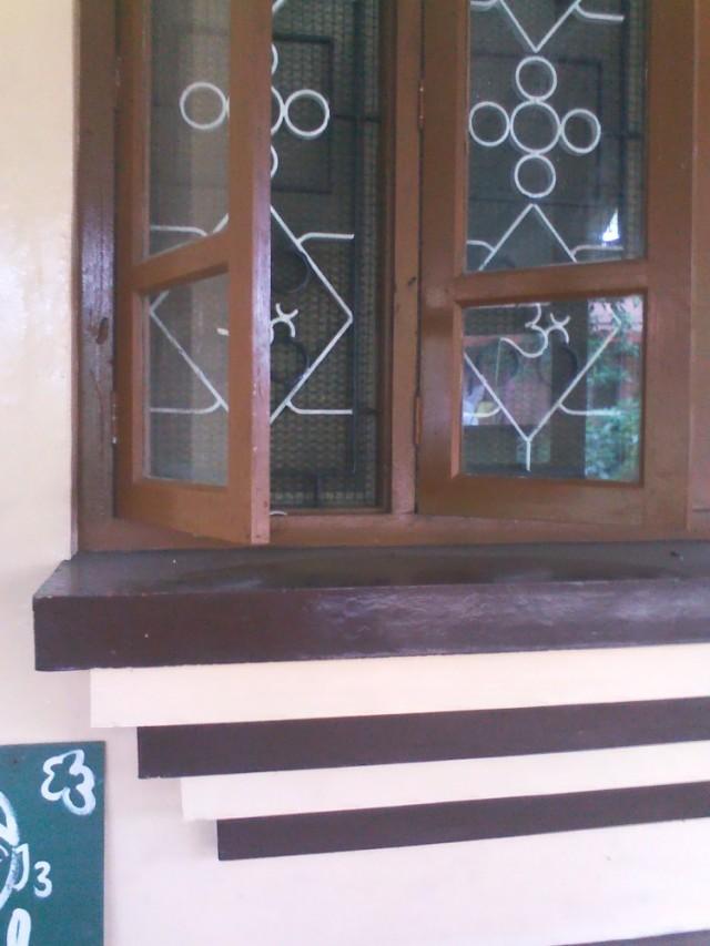 Индусы настолько набожны, что Ом у них даже в решетке для окна