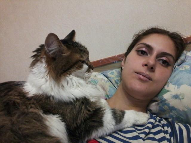 Вернулась уставшая. Лечусь котом.