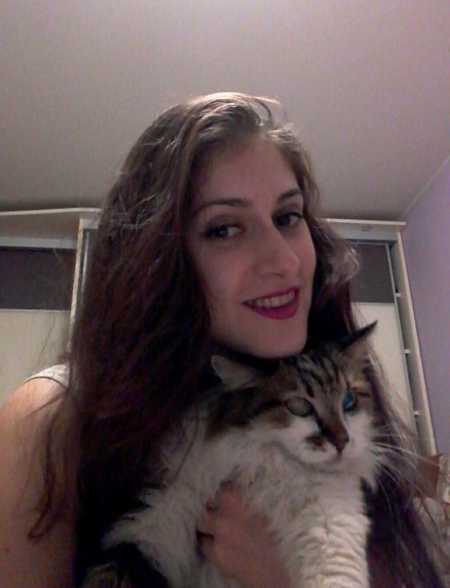 Улыбка и кот.