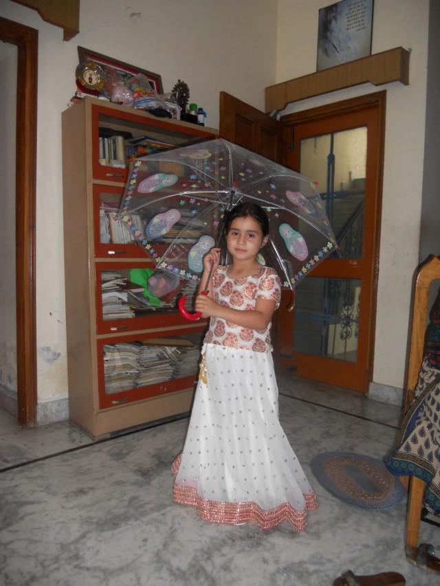Мишти и зонтик