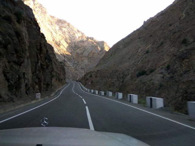 дорога по ущелью
