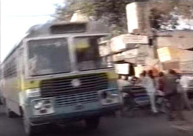 Улица Kutab Road возле вокзала New Delhi