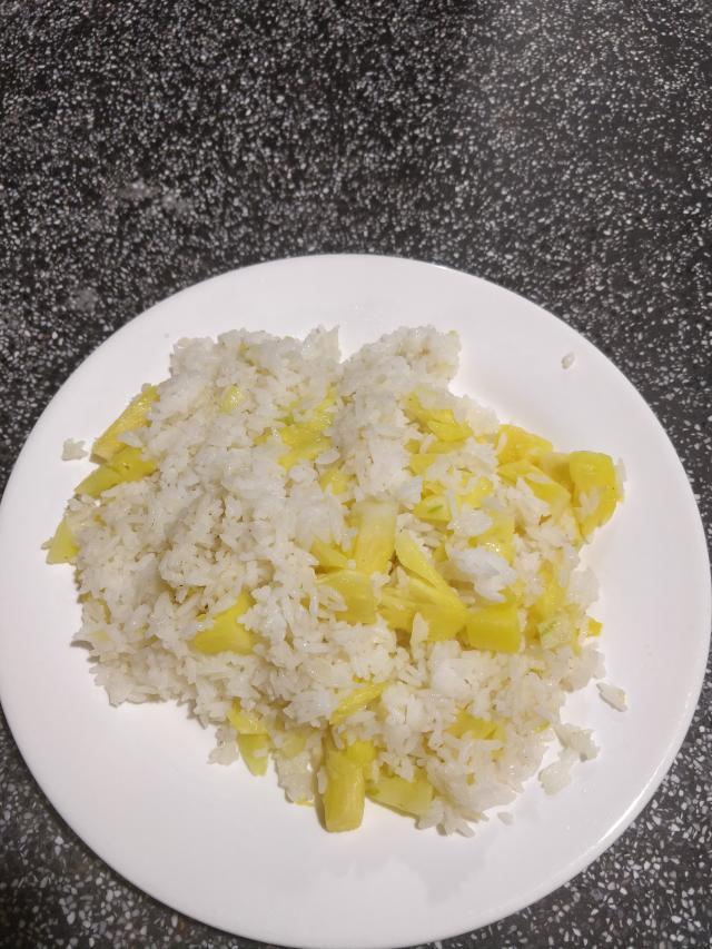 Жареный рис с ананасом 80 руб