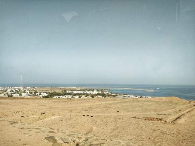 Вид на Дахаб с главной дороги