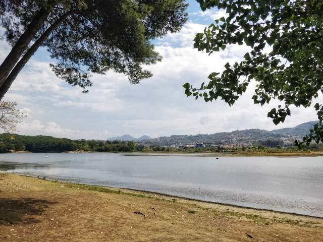 Озеро в Большом парке Тираны