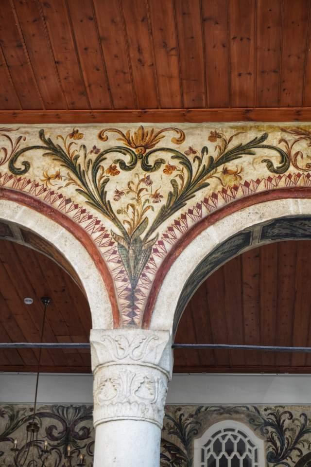 Роспись на стенах мечети