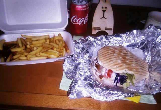 кебаб, картошка, кола - 5 евро