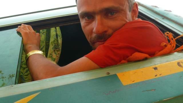 Маркером на автобусе indostan.ru