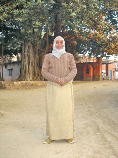 Гуру Брахмачариджи возле своего ашрама
