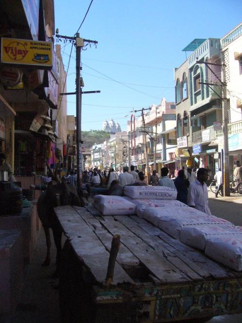 Улица Путтапарти за день до Шиваратри