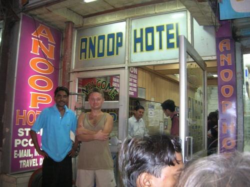 Известный Anoop отель на Мейн-базаре