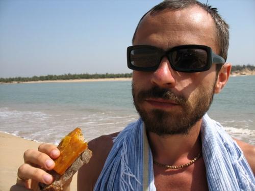 Жизнь удалась: я в Ориссе ем черный хлеб с сушеным манго :)