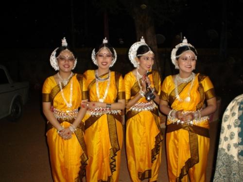 Танцовщицы после выступления (стиль Одисси)