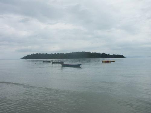 Ближайший остров к Виктори Бич. Пасмурный денёк.