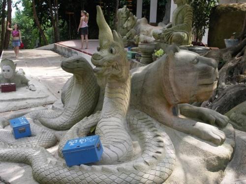КулЬтовые скулЬптуры и сооружения на холме в Риеме