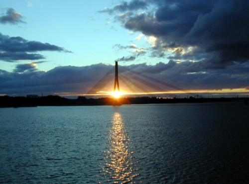 вантовый мост на закате...