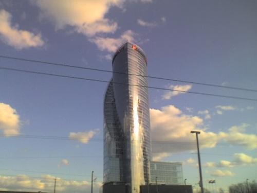 """ето здание называеться """"солнечный камень"""""""