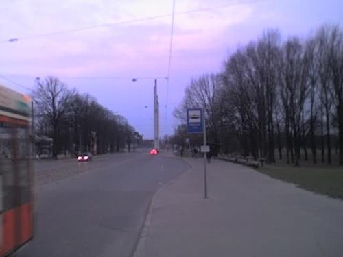 бульвар победы! в далеке памятник 1941-1945