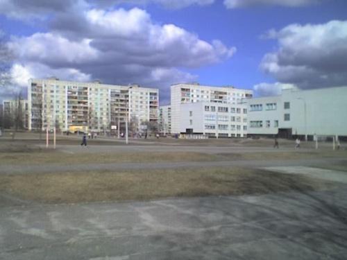 вид на школьный стадион -не моя просто рядом с домом...:)