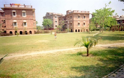 жилые дома в Маяпуре. Почти хрущевки