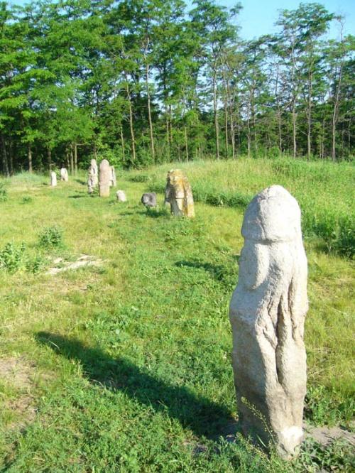 Каменные бабки (или дедки)