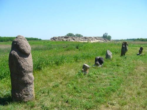 Те же бабки-дедки с видом на Каменную Могилу