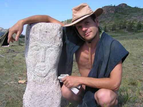 Флинт нашел себе каменную бабу. Для реставрации ну и так, поговорить чтоб с кем было.