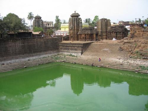 и вода там в озерах зеленая