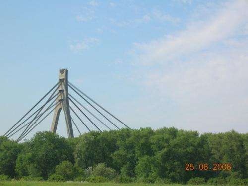 Виднеется Московский мост