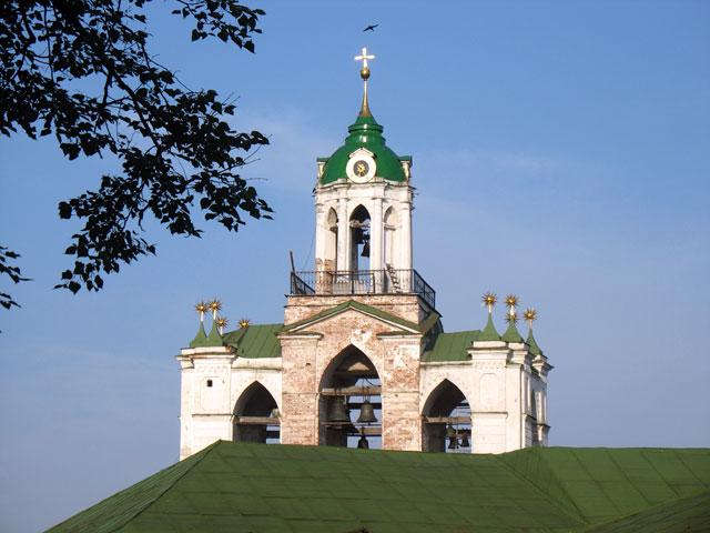 Колокольня монастыря. Ярославль