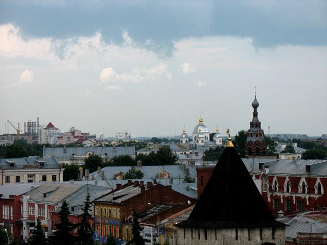 Вид с колокольни монастыря на город