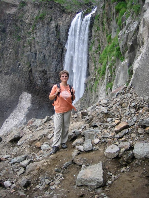 добрались и до водопада