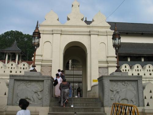 "Канди. Храм ""Зуба Будды"". Вход."