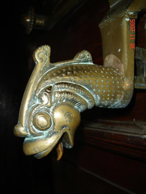 """Канди. Храм """"Зуба Будды"""". Дверная ручка."""