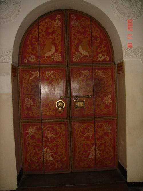"""Канди. Храм """"Зуба Будды"""". Дверь."""