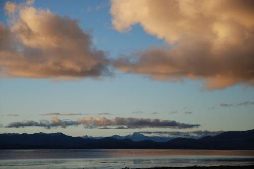 озеро в утреннем свете