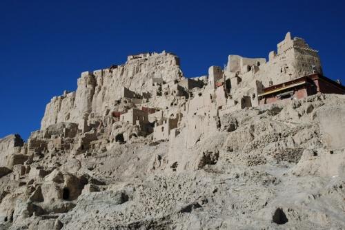 дворцы и пещеры
