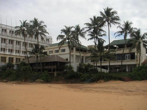 Отель Mount Lavinia. Вид с пляжа.