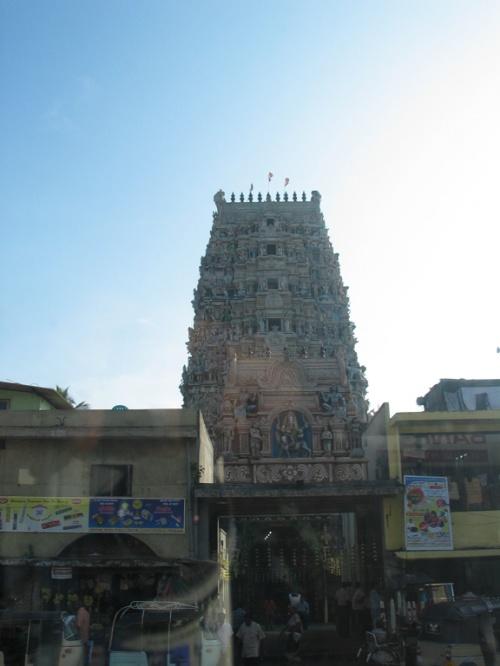 Шри-Ланка. Индуистский храм.