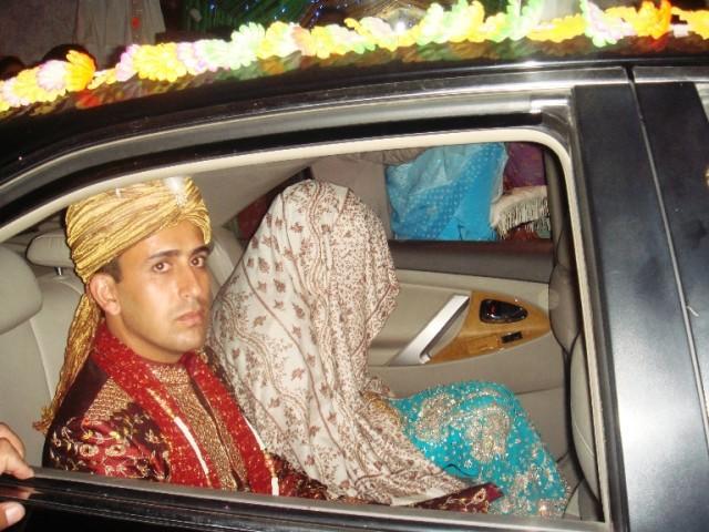 Кашмирская невеста ,накрытая с головой пашминой
