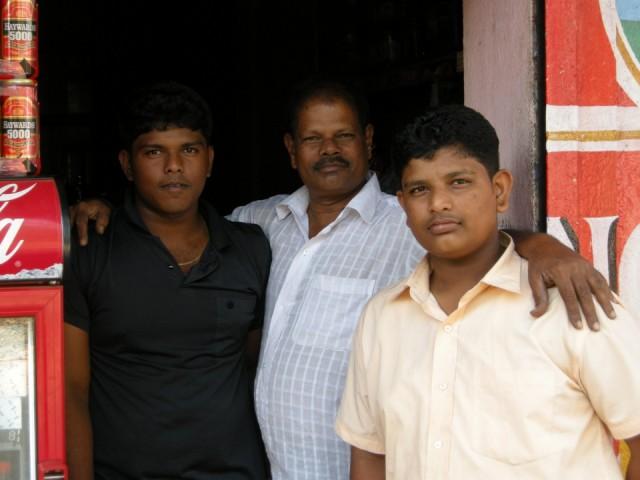 Сурия Найк и сыновья