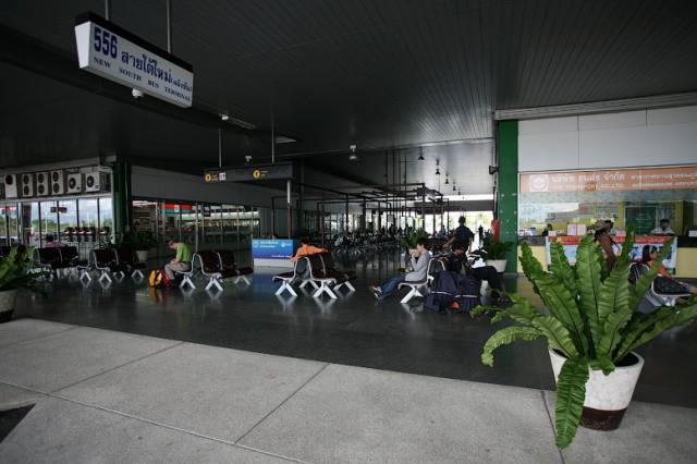 Бас терминал недалеко от аэропорта