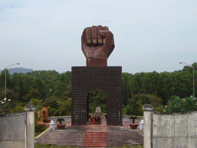 памятник кулаку
