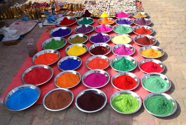 В Орчхе краска на любой цвет и вкус
